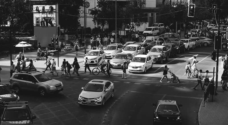 personas en la ciudad