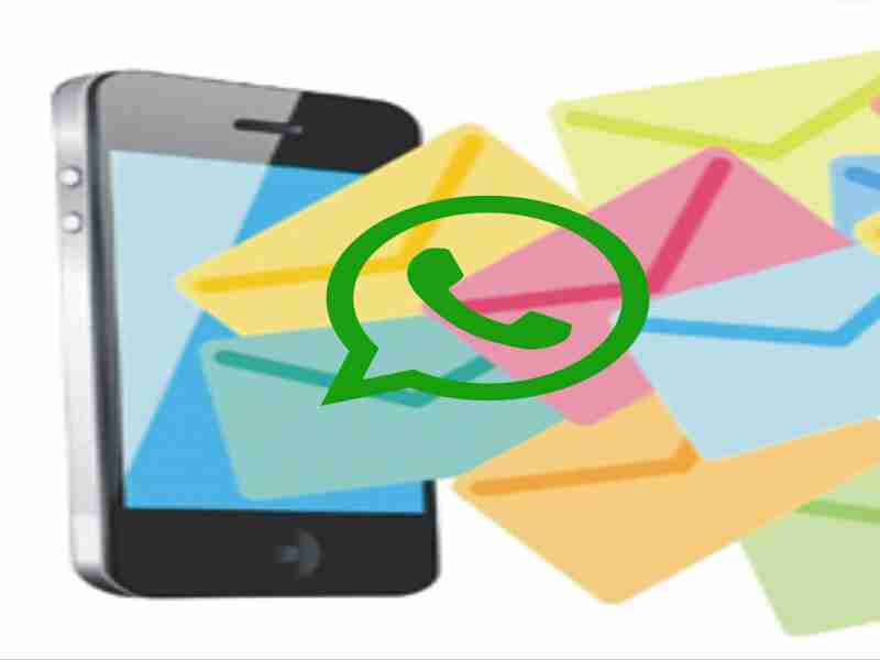 telefono con notificaciones de mensajes whatsapp