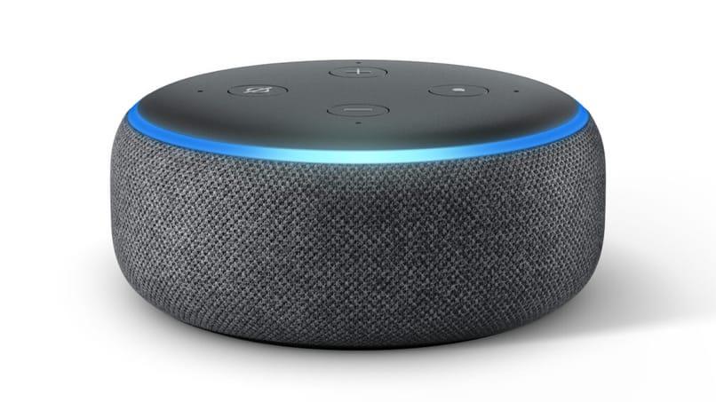 amazon echo dot flashes blue