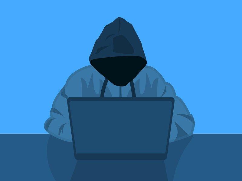 hacker atacando una red wifi via laptop
