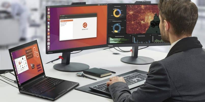 the person uses the ubuntu computer