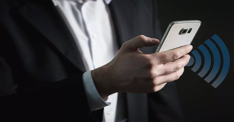 man connected to a wifi on the phone
