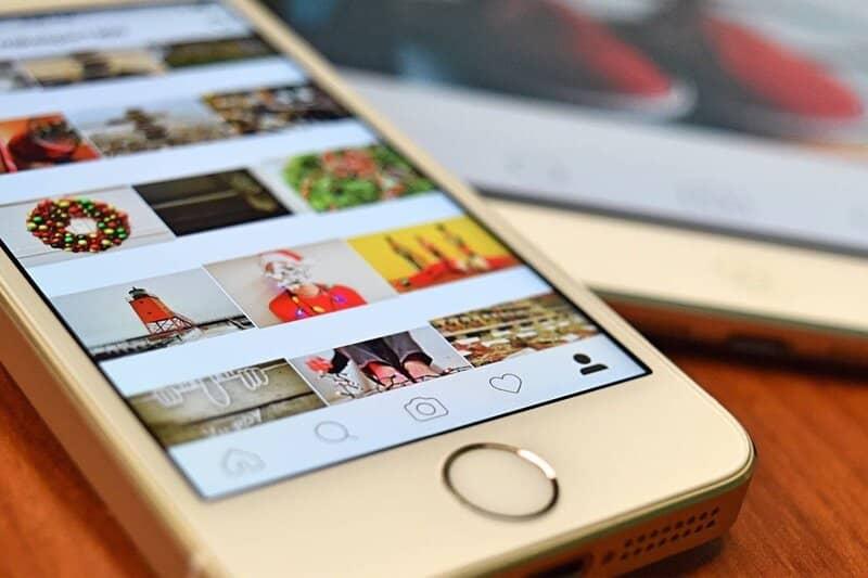 iphone con instagram abierto en el inicio