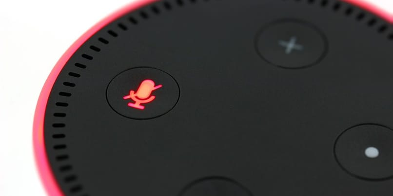 dot echo flashes red light