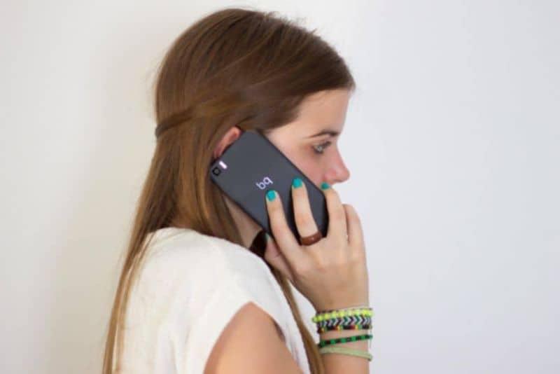 mujer aumentar volumen iphone