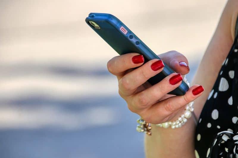 mujer movil personalizar llamada