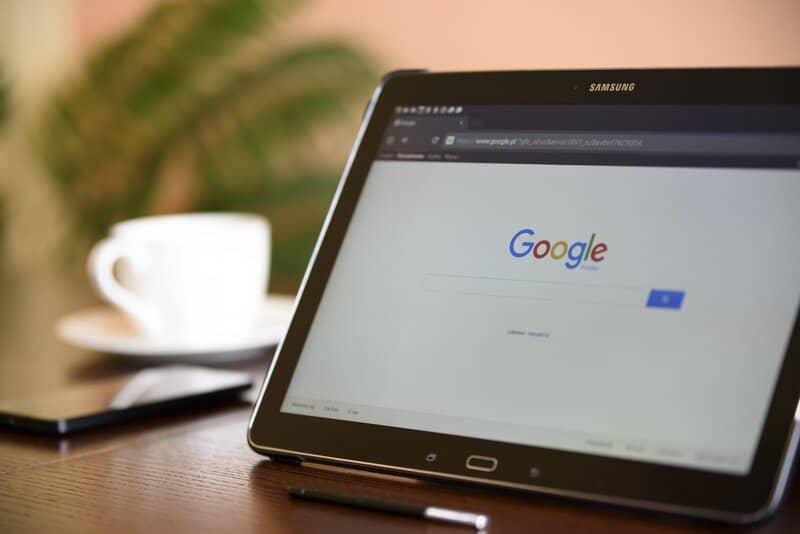 tablet con navegador de google chrome en inicio