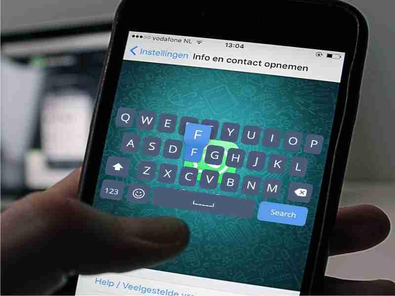 android con teclado sobre whatsapp