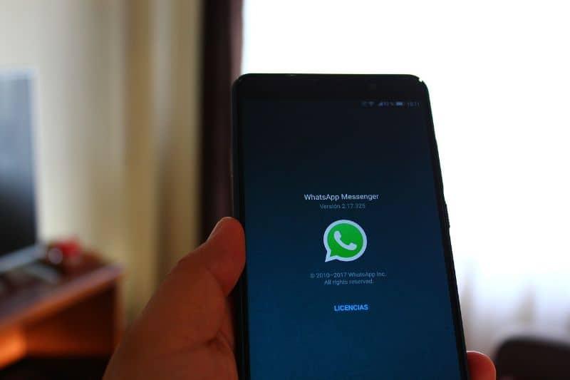 activar whatsapp modo oscuro