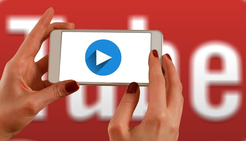 video de youtube reproduciendose via movil